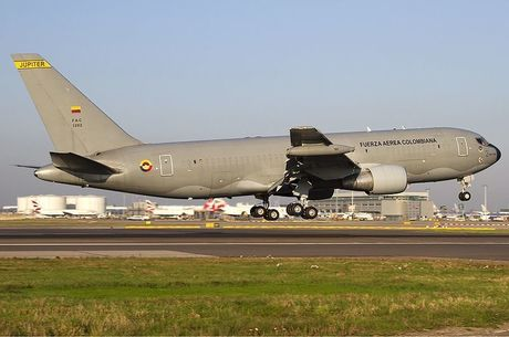 800px-Colombian_Air_Force_Boeing_KC-767-2J6ER_Lofting-1.jpg