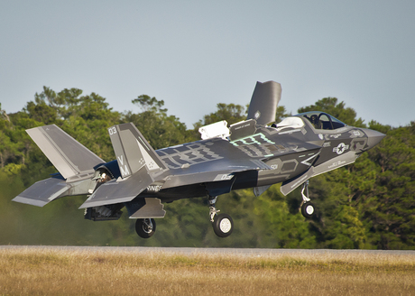 F-35B_Lightning_of_VMFAT-501_takes_off_from_Eglin_AFB_2013.jpg